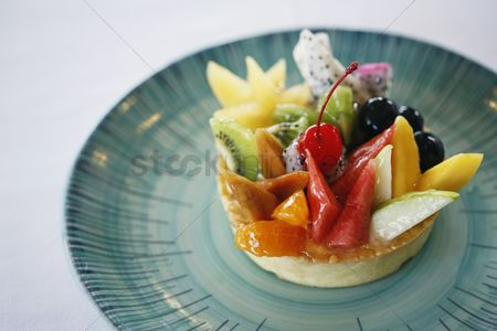 Ready to eat : Fruit tart dessert
