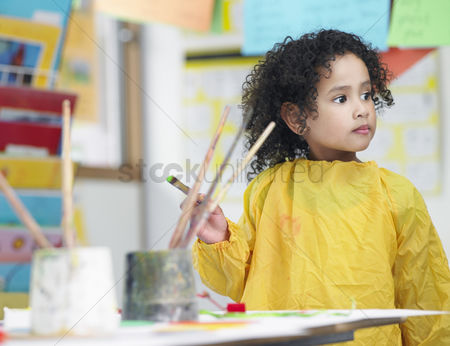 Paint brush : Girl painting in art class
