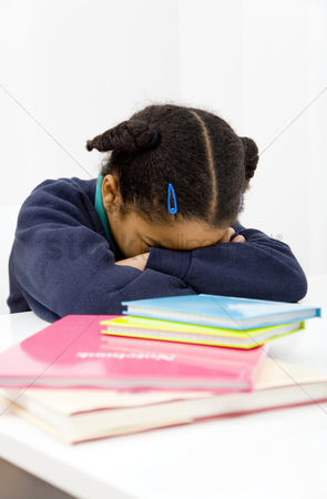 Pupil : Girl sleeping with her head on the table