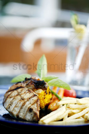 Ready to eat : Grilled meat and fries