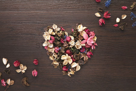 Beautiful : Heart shaped with dried flowers
