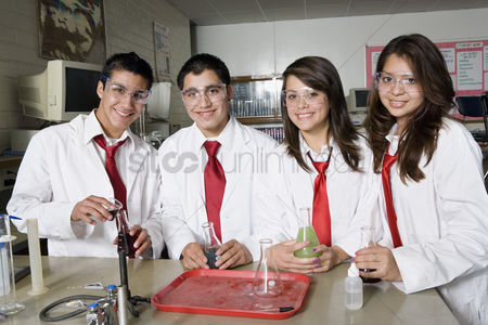 High school : High school students in science class