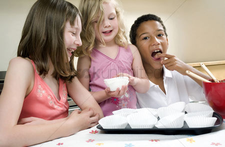 Gladness : Kids learning baking