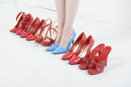 Shopping : Line of red shoes with a woman standing in blue shoes