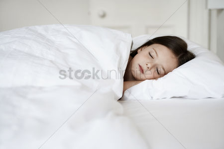 Interior : Little girl sleeping in bed