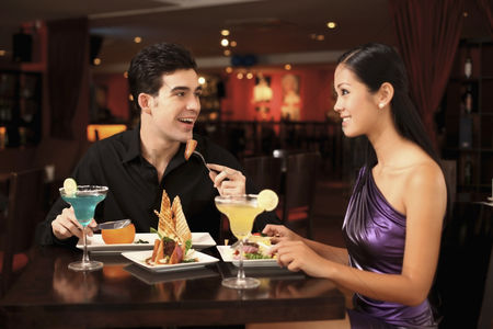 Girlfriend : Man and woman chatting while having dinner together