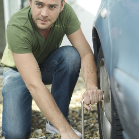 Fixing : Man changing tyre