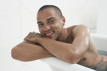 Gaze : Man taking a bath
