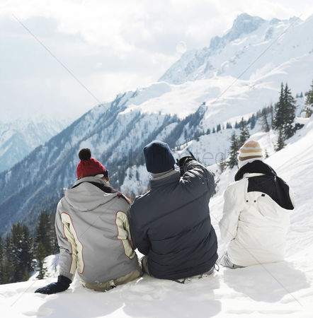 Cold : Men and woman enjoying the view