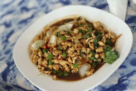 Ready to eat : Minced chicken with basil leaves