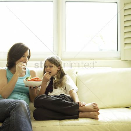 Fashion : Mother and daughter enjoying a bowl of vegetables