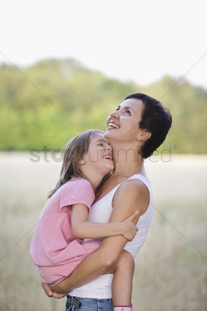 Children : Mother and daughter laughing