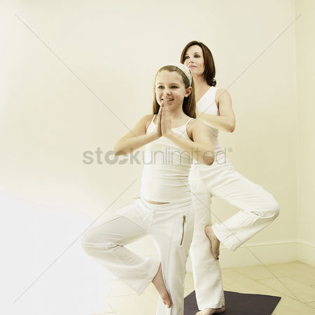 Contemplation : Mother and daughter practicing yoga