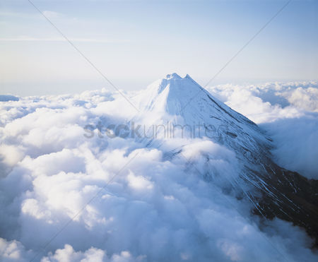 Natural : Mountain peak above clouds