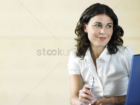Curly hair : Office worker holding phone and using laptop