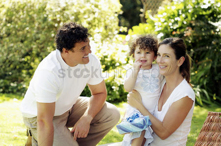 Grass : Parents and daughter in the park