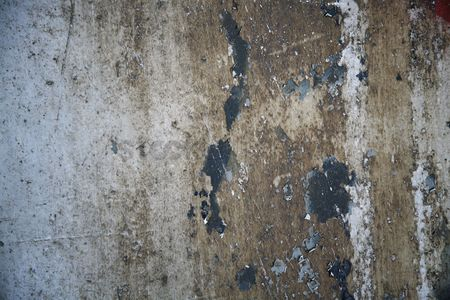 Weathered : Peeling paint