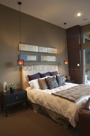 High ceiling : Pendant lights in bedroom with silk furnishings
