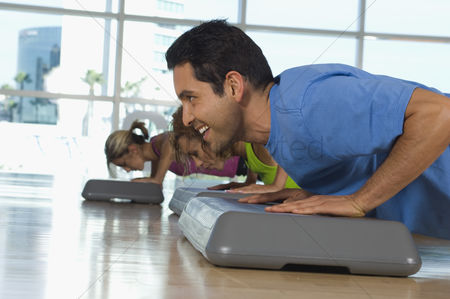 Workout : People doing pushups in exercise class