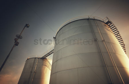 Steps : Petrochemical storage tanks