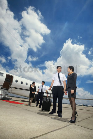 40 44 years : Pilots and flight attendants walking away from private jet