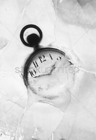Pocket : Pocket watch embedded in ice
