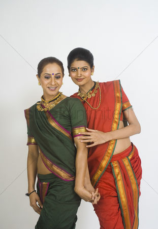 Dance : Portrait of two women posing