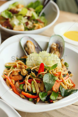 Ready to eat : Seafood pasta