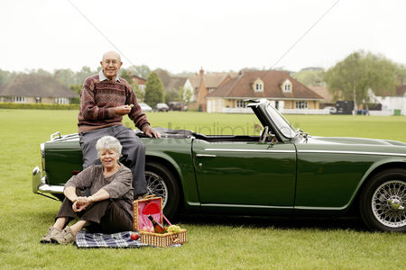 Grass : Senior couple picnicking in the park