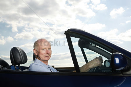 On the road : Senior man traveling in the car