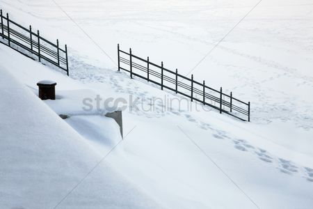 Steps : Snow-covered staircase