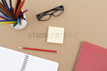 Blank : Spectacles with stationery set