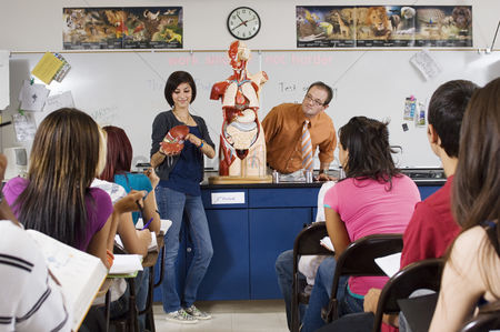 High school : Student giving presentation in science class