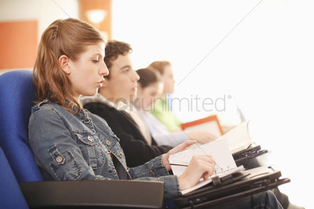 Jacket : Students paying attention in lecture hall
