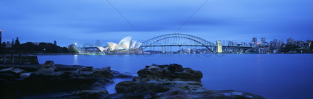 Attraction : Sydney harbor bridge and opera house