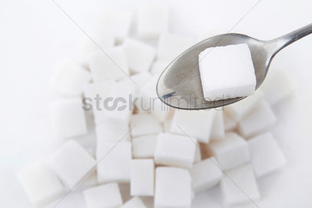 Shape : Tablespoon with a sugar cube