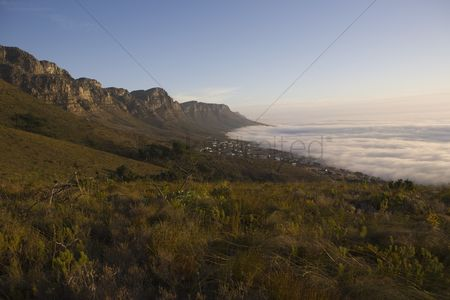 Landscape : The 12 apostles of table mountain tower above camps bay and bakoven
