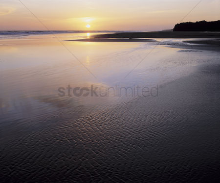 Flat : Tidal flats and ocean at sunset