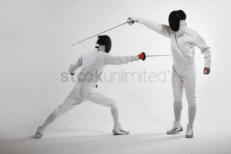 Fight : Two men fencing