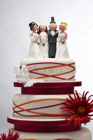 Funny : Wedding cake with funny figurines