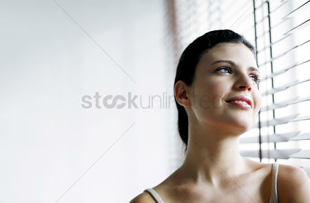 Attraction : Woman daydreaming