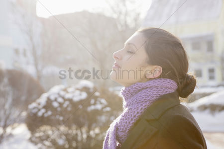 Cold temperature : Woman enjoying the fresh air