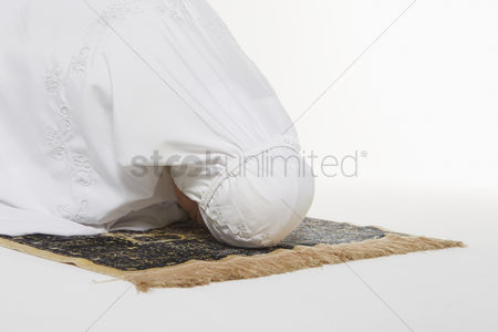 Religion : Woman going down to the floor and prostrate by pressing forehead  placing palms  knees and pads of the toes on the floor