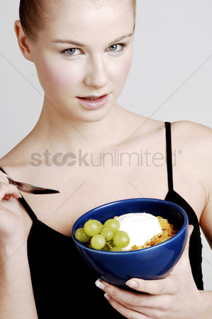 Satisfying : Woman having breakfast cereal