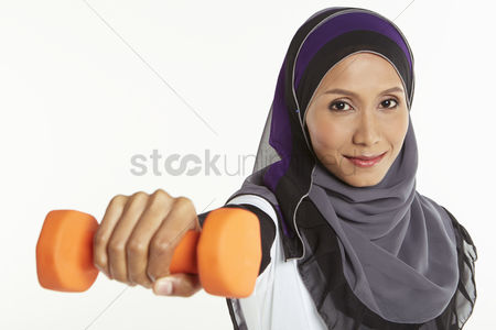 Traditional clothing : Woman holding out a dumbbell