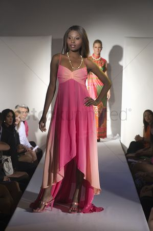 Show : Woman in pink dress on fashion catwalk