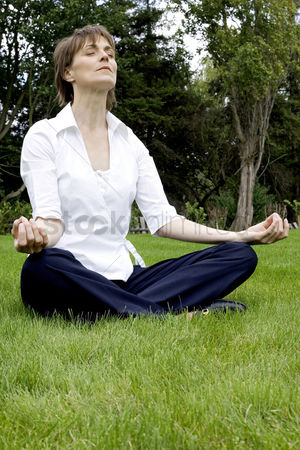Contemplation : Woman meditating in the park