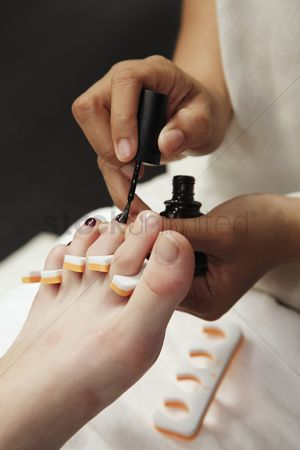 Refreshment : Woman receiving pedicure