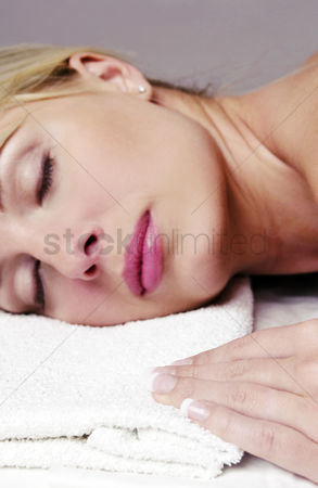 Attraction : Woman resting on a towel with her eyes closed