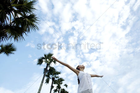 Outdoor : Woman spreading her arms